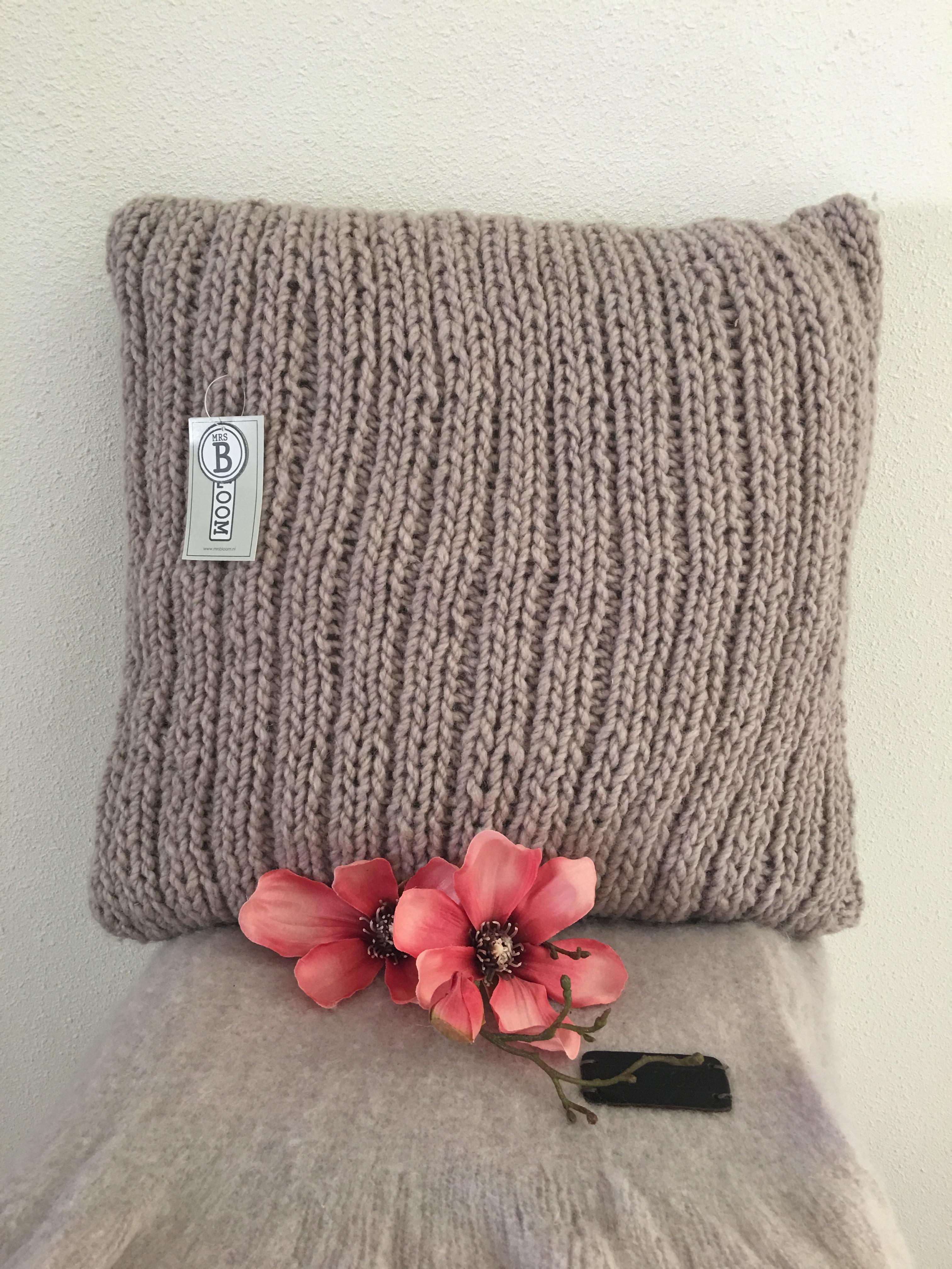 Mrs. Bloom sierkussen - Be Lifestyle u2502 home decoratie en fashion